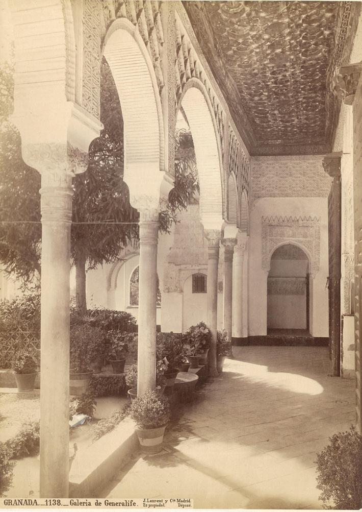 Galería del Generalife (Alhambra, Granada). J Laurent 1871