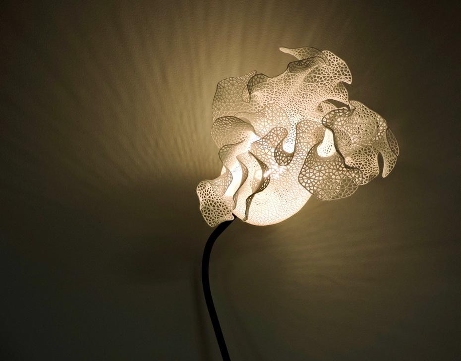 Clamshell lamp