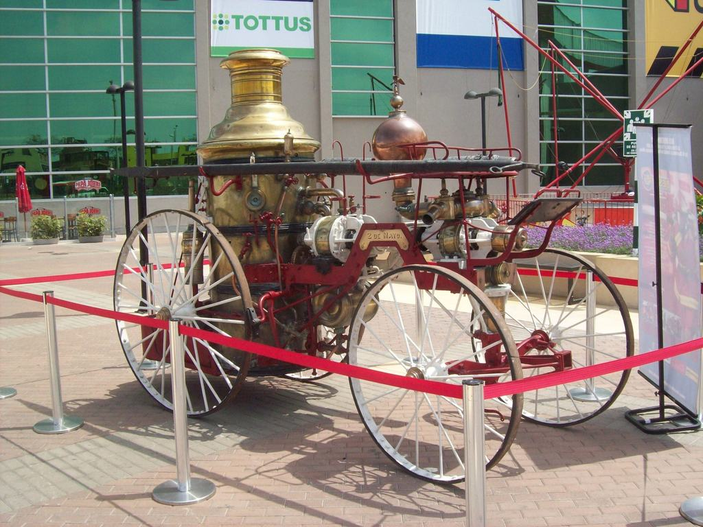 Exposicion de Carros Bomberos (reliquias) / Foto Destacada de la Hermandad de Bomberos
