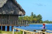 kuna-mujer-woman-hut-san-blas-archipelago-panama