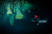 CAVE DIVING10
