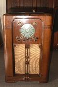 1939 9 Knob Philharmonic in Warrington Cabinet