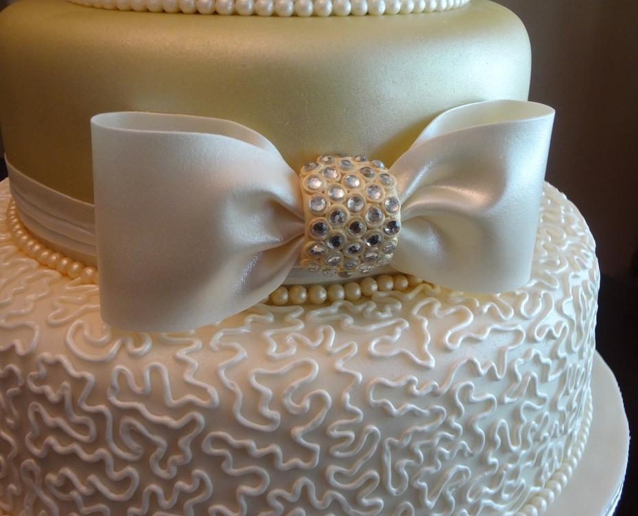 sugar gem emblished bow close-up