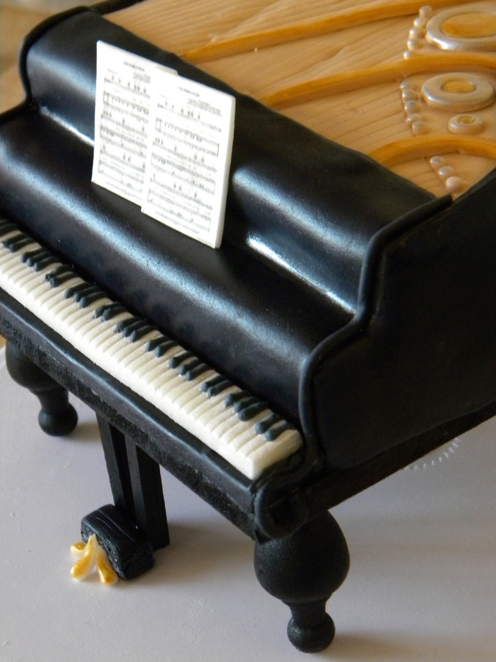 piano cake! 005