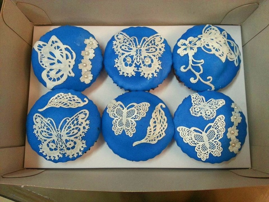 Cupcakes with lace
