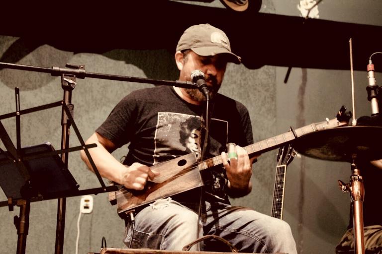 Cigar Box Guitar 5 strings, show!