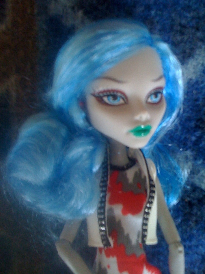 Ghoulia vision in blue