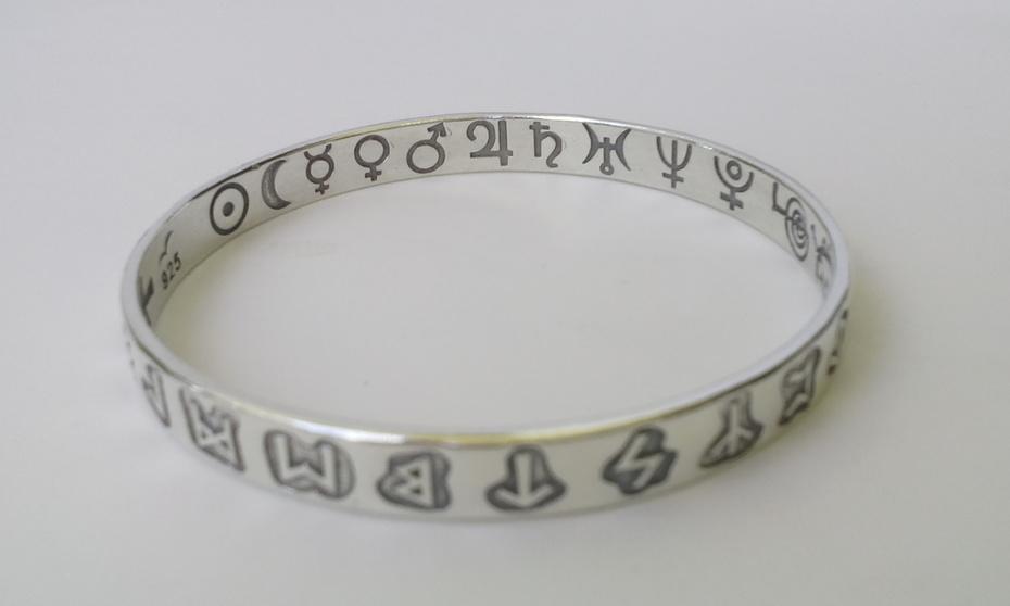 las runas y los planetas en pulsera