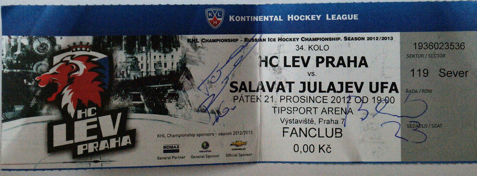 2 Czech ice-hockey players