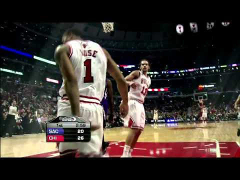 Derrick Rose Reverse Dunk V Sacramento Kings 3/21/2011
