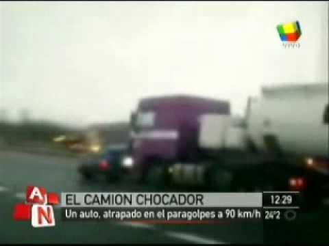 Camion arrastra varios Kilometros un vehiculo en Gran Bretaña / Video Destacado de La Hermandad de Bomberos