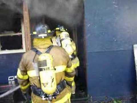 un video de practica de bomberos  de EEUU