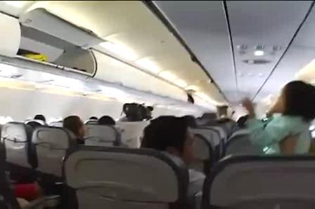 Nuevo Baile de Demostracion de Seguridad en aviones comerciales de pasajeros
