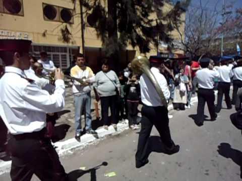 Desfile de la Banda de Musica de los Bomberos Voluntarios de Solano, Buenos Aires en Argentina