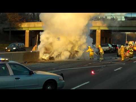 Vehiculo en llamas en la I 95 Orange, CT
