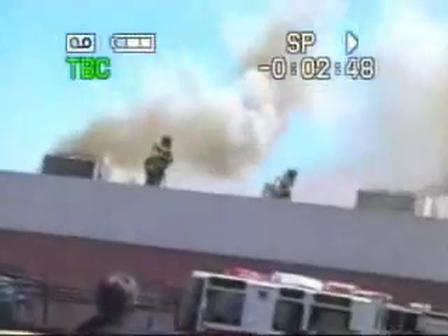 08 de Junio de 2008 / Ventilación Vertical, Apunto de caer Equipo de Techo al caer la estructura / Incendio de Local Comercial / Suc City, Estados Unidos