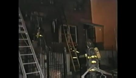 Vídeo de Capacitación: Bombero atrapado en Flashover / Chicago en Estados Unidos / Vídeo Destacado de La Hermandad de Bomberos