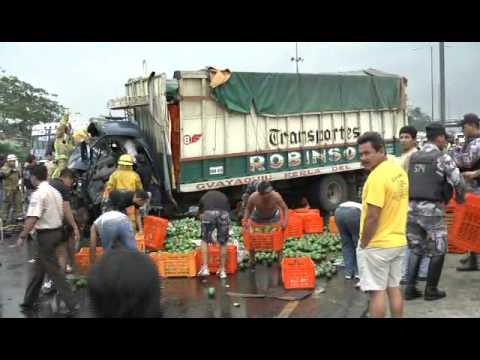 Choque de dos camiones / Rescate Vehicular Pesado / Ecuador