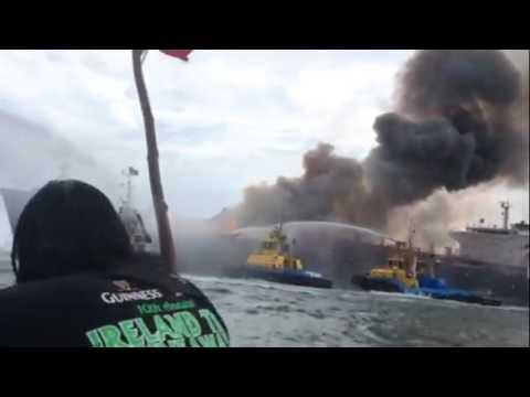 INCENDIO DEL BARCO BURGOS FRENTE A VERACRUZ - MÉXICO