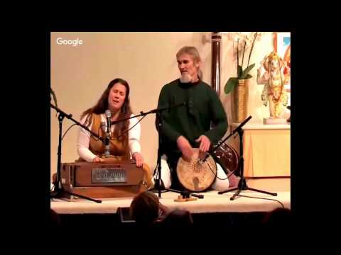 Tumi Bhaja Re Mana -  Mantra Chanting with Satyadevi and Bernado