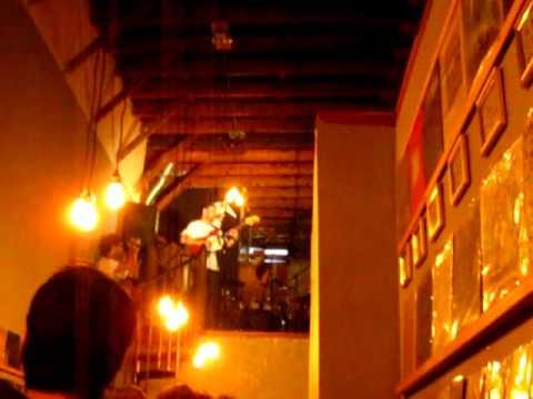 "UMO- ""Funny Ffrends"". Live at Origami Vinyl. Echo Park. L.A. 8.31.11.MOV"