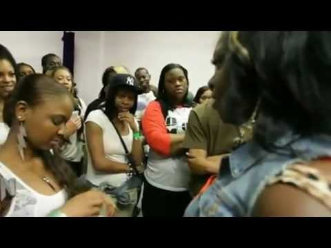 Disrespectful Female Battle Rapper Gets Exposed & Walks Off Crying During Her Battle!