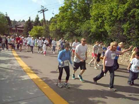 Start of the Run to the Shrine 5K