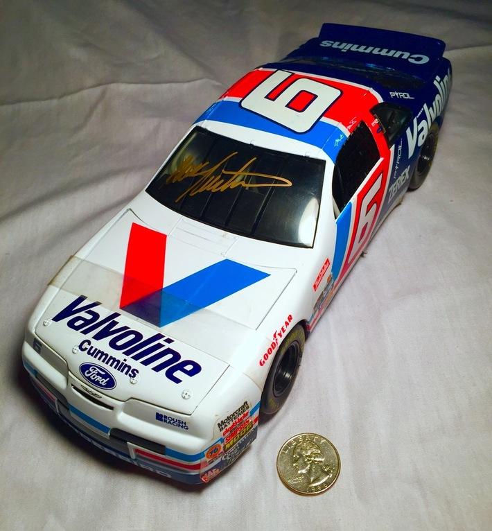 #3-46, NASCAR, HOF, MARK MARTIN, Signing 1_18 scal