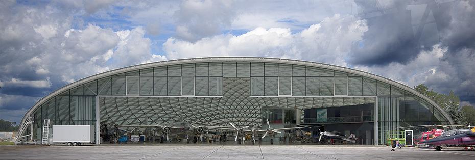 Non-glare Sevasa glass-Salzburg-hangar-04