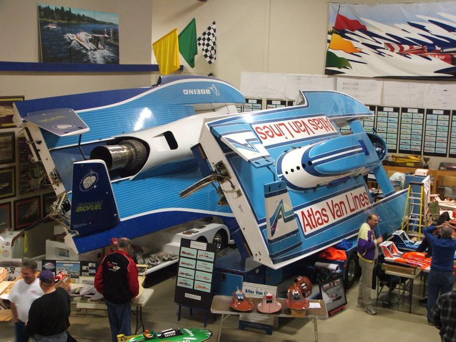 U-787 Dreamliner & '82 U-00 Atlas Van Lines