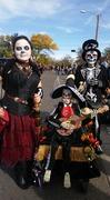 Muertos y Marigold parade