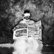 ผู้หญิงอ่านหนังสือ(พิมพ์) .. + .. ผู้ชายอาบน้ำ