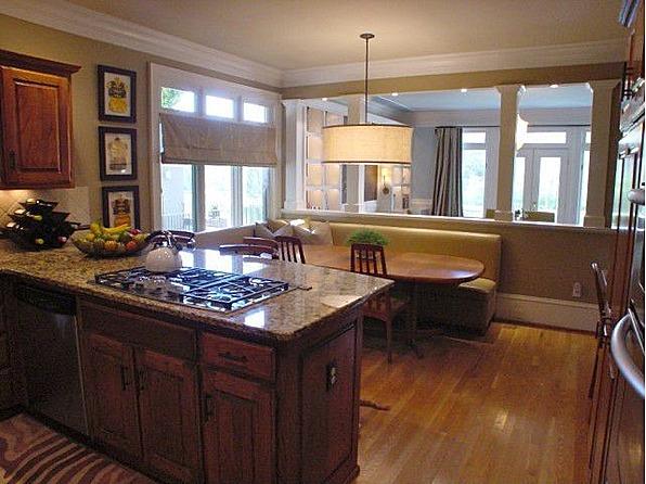 Kitchen w Breakfast Nook