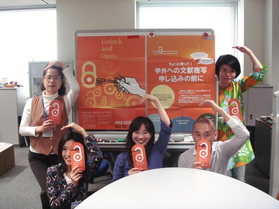 .@izu33mimi55 and SPARC Japan team's #OAWeek doorhangers