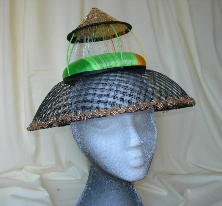 VIETNAMESE RICE COOLIE HAT - rainy side