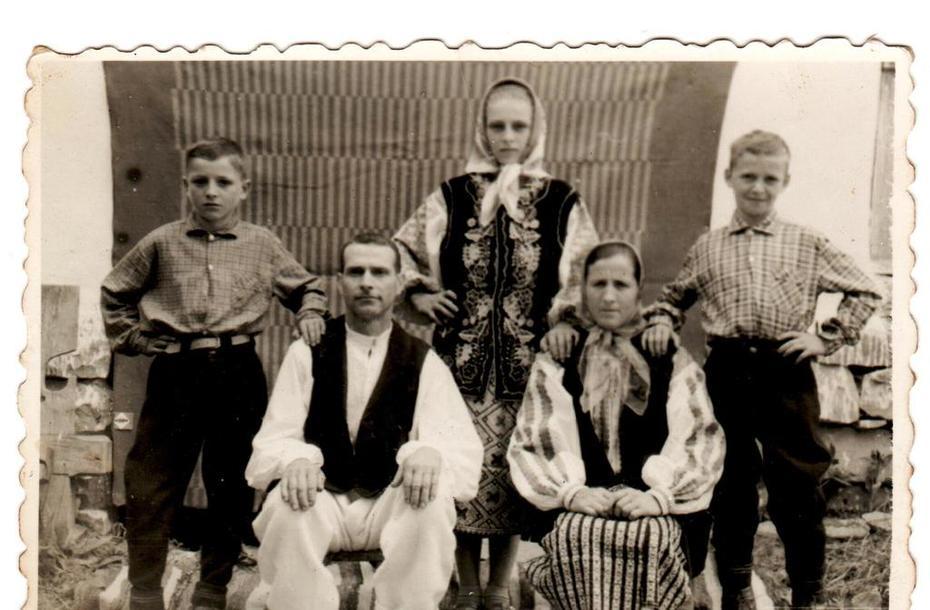 Familie de mocani vrânceni