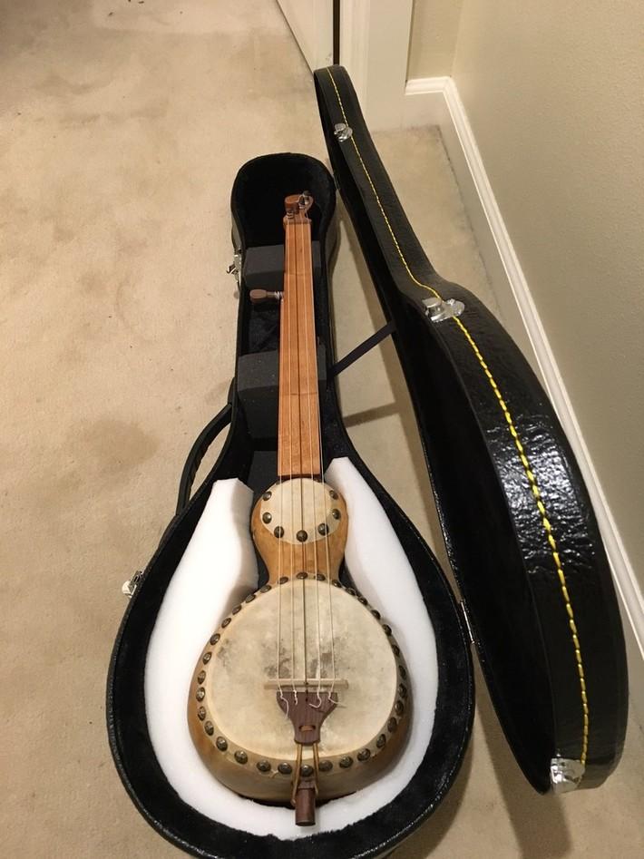 gourd banjo in case
