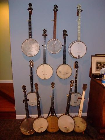 12 banjos
