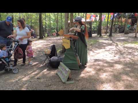 2014 stlrenfest.com street musical artist Apryl Knight 4 of 8