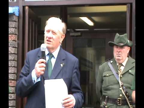 Billy McGuire addresses the Baile Féitheain community & unveils a Proclamation