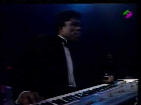 Barry White  in Paris 31/12/1987 w/Emmett North Jr On Guitar - Part 6 - Sho' You Right