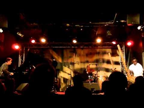 Djeli Moussa Diawara - 25/2/2011- new Jazz Trio (2)