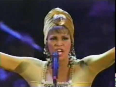 BUZZEZEVIDEO Whitney Houston FANS I HAVE NOTHING