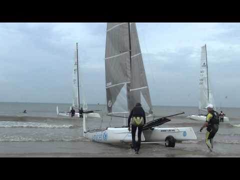 Catamarans te water tijdens Delta Lloyd North Sea Regatta 2014