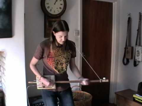 Broom Handle Diddley Bow with Bob Harrison Lonestar pick up -  demo
