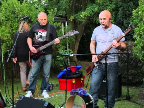 "Brickdust and Pyno play ""Sunday Afternoon"" at my BBQ"