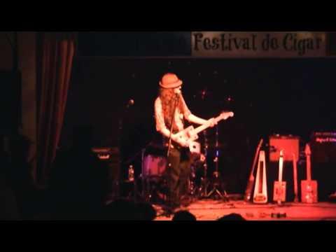 BSA French Cigar Box Guitar Festival 2013 - #2/2