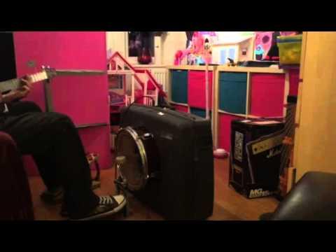 Quick test on Bugs suitcase drum amp concept