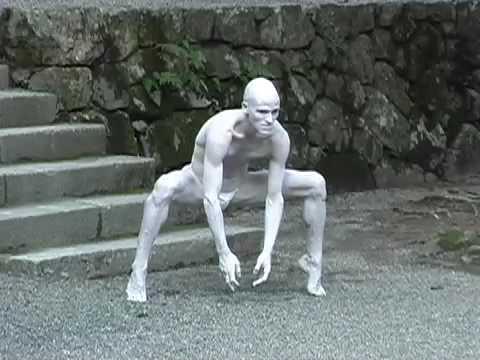 Swiss Butoh dancer Imre Thormann's performance at Hiyoshi Taisha Shrine in Shiga