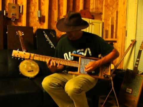Cottonmouth Perry washboard/bass/guitar demo on a Ted Crocker instrument